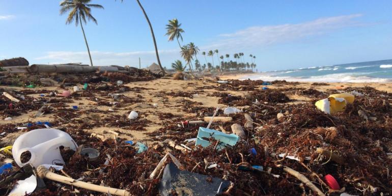 Peran Teknologi digital dalam Mengatasi Permasalahan Sampah Plastik di Indonesia