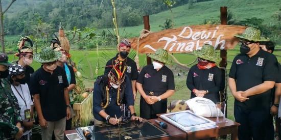 Dewi Tinalah, Pionir Desa Wisata Digital di Indonesia